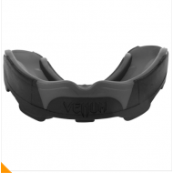 VENUM PREDATOR MOUTH GUARD BLACK/BLACK